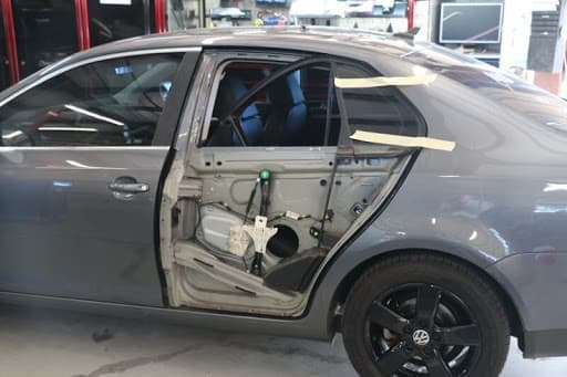 фото ремонт дверей авто